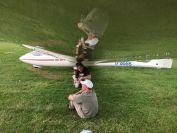 die Schnupperer suchen Schutz unter den Tragfluegeln