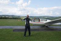 Attila freut sich nach dem erfolgreichen Alleinflug