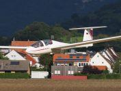 Landeanflug vor den Haeusern Bissingens