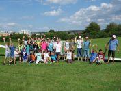 die 25 Kinder und die Betreuer der Fliegergruppe vor unserem Twi