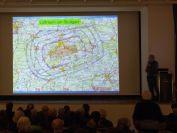Helmut Montag erlaeutert die Luftraumstruktur